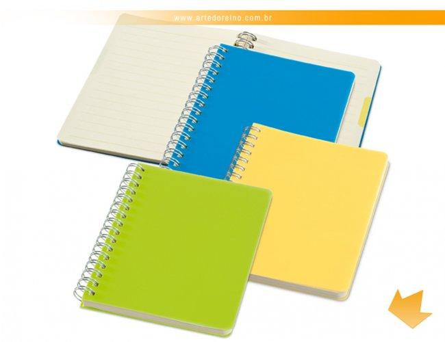 https://www.artedoreino.com.br/content/interfaces/cms/userfiles/produtos/brinde-caderno-pequeno-personalizado-arte-do-reino-brindes-33403-820.jpg