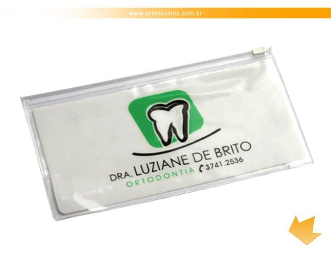 https://www.artedoreino.com.br/content/interfaces/cms/userfiles/produtos/brinde-estojo-pvc-cristal-personalizado-arte-do-reino-brindes-3105-447.jpg