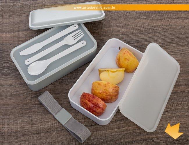 http://www.artedoreino.com.br/content/interfaces/cms/userfiles/produtos/brinde-marmita-de-plastico-com-compartimentos-e-talheres-personalizado-arte-do-reino-brindes-13564-435.jpg