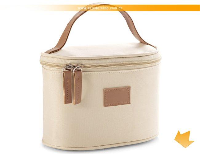 http://www.artedoreino.com.br/content/interfaces/cms/userfiles/produtos/brinde-necessaire-microfibra-e-couro-personalizada-arte-do-reino-brindes-92715-16ar-548.jpg