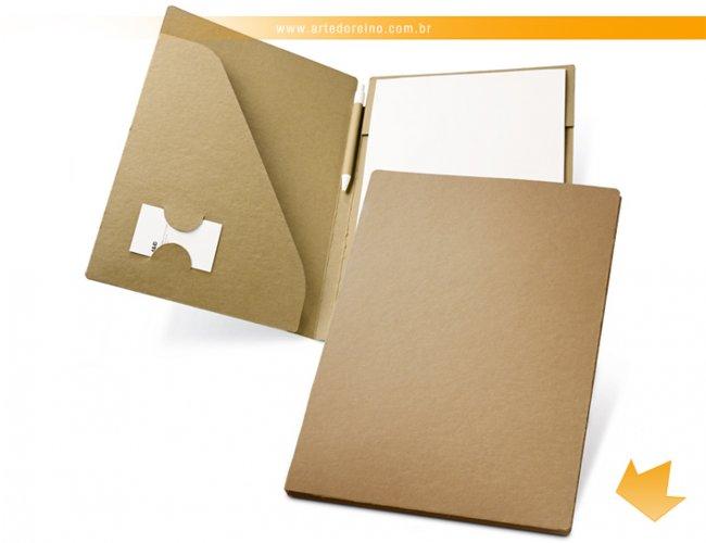 http://www.artedoreino.com.br/content/interfaces/cms/userfiles/produtos/brinde-pasta-de-convencoes-em-papel-cartao-personalizada-arte-do-reino-brindes-92046-60-894.jpg