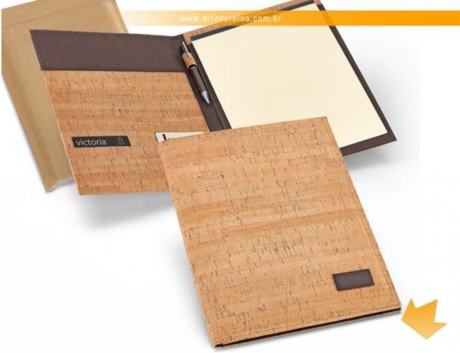 https://www.artedoreino.com.br/content/interfaces/cms/userfiles/produtos/brinde-pasta-de-convencoes-personalizada-arte-do-reino-brindes-92057-60-488.jpg