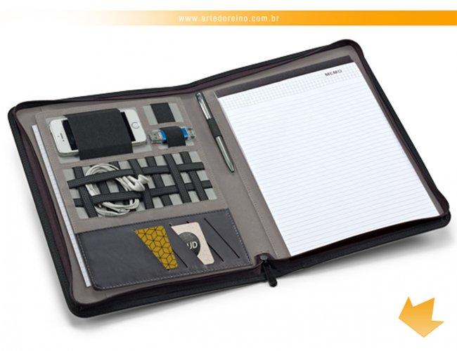 http://www.artedoreino.com.br/content/interfaces/cms/userfiles/produtos/brinde-pasta-de-convencoes-personalizada-arte-do-reino-brindes-92068-560.jpg