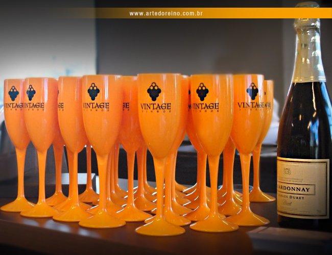 http://www.artedoreino.com.br/content/interfaces/cms/userfiles/produtos/brinde-taca-champanhe-personalizada-plastica-190-ml-arte-do-reino-brindes-281016-292.jpg